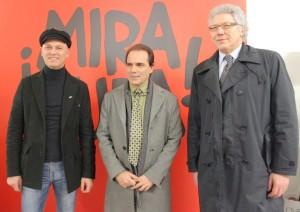 Il Console tra il co-curatore della mostra Bardellotto e l'assessore Cattaruzza