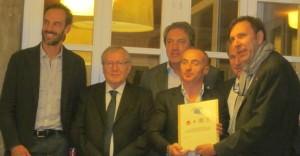 Chechi riceve il premio da Damele con accanto Talotti, Amoruso, Grassi e Tesser