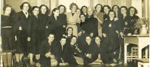 Personale della Sartoria Pasquotti al termine di una sfilata nel 1951