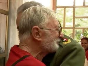 L'abbraccio tra Gino Donè e Fidel Castro
