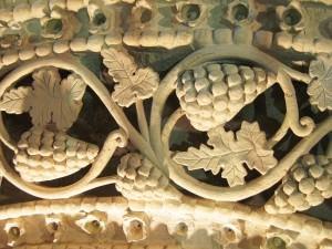 Cividale - Tempietto Longobardo - Stucchi - dettaglio grappoli d'uva
