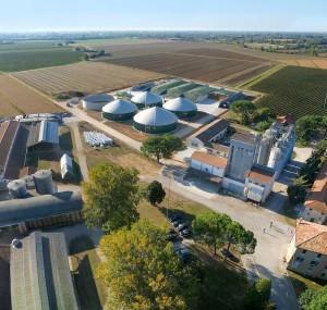 La fattoria di Azzano con l'impianto a biogas