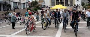 partenza carovana bici