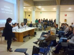 La professoressa Maria Pacelli durante il suo intervento