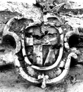 Stemma lapideo della  casata Polcenigo e Fanna_nella chiesa di Ognissanti a Polcenigo