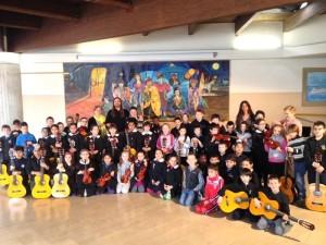 foto gruppo orchestra a scuola