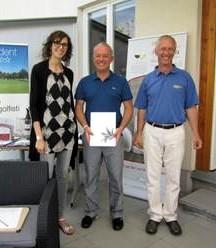 Da sinistra Eleonora Moro, il vincitore della categoria lordo Marco Überal e il presidente del Golf Club Guntramsdorf Karl Leither