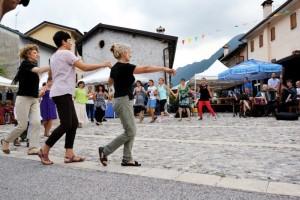 danze balcaniche in piazza