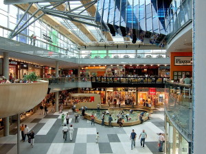 800px-Villach_Atrio_Shopping_Center_11082007_11