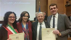 Da sinistra l'assessore di Sesto al Reghena Franca Versolato, Clarissa Burt, Augusto Bertocco direttore Venchiaredo, Alessandro Driussi presidente Venchiaredo.