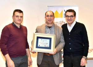 Flavio Cabas, enologo dell'azienda Petrucco, ritira il premio Wine&Chairs