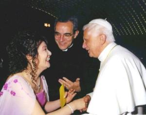 Mika Kunii insieme al Papa
