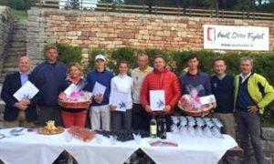 Il Direttore dell 'Hotel President Lignano, i vincitori delle varie categorie e il Presidente del Golf Club Folgaria Mirco Giusto