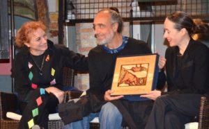 Consegna del premio (Foto Vicenzi)