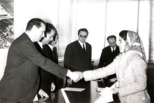 Lino Zanussi premia una studentessa