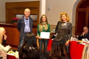 Nella foto di Mirco Claut: Adriana Schepis premiata da Francesca Pessotto e Marco Marcuz