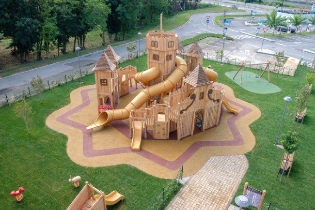 Outlet village anche il parco giochi si ispira a for Citta design outlet